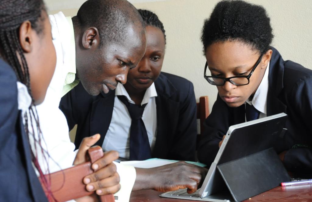 aller a Soutien et mentorat, éléments essentiels d'un développement pérenne des PME